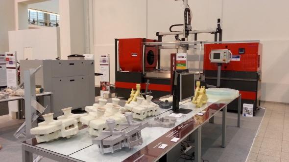 Stroj Voxeljet je určen pro výrobu pískových forem