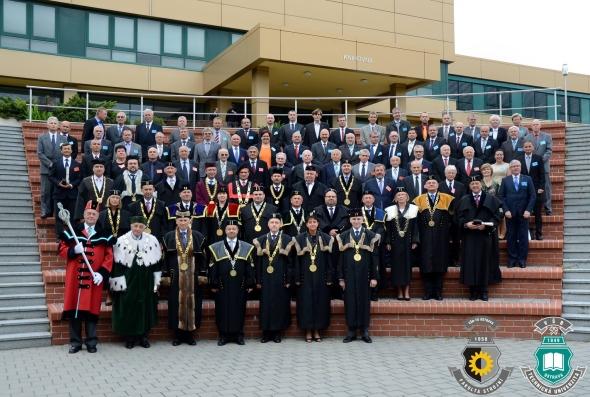 Slavnostním zasedání Vědecké rady se uskutečnilo vNové aule vOstravě-Porubě.