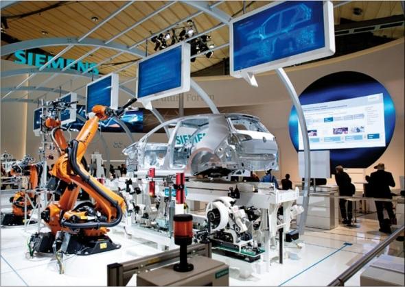 Ukázka těsného funkčního propojení virtuálního prostředí a skutečného zařízení. Foto: Siemens