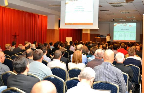 V zaplněném sále lákala účastníky konference CADfórum 2015 především možnost vyměnit si praktické poznatky skolegy zoboru (foto: CAD Studio)