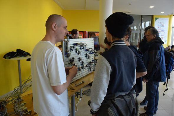 Katedra hydromechaniky a hydraulických zařízení ukázala žákům základních a středních škol jak pracují hydraulické mechanismy