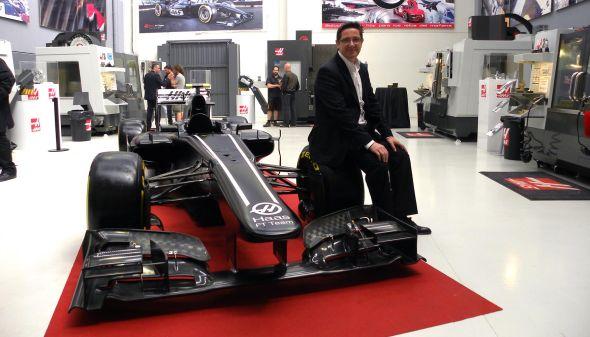 Výstavu CNC obráběcích strojů Haas oživí závodní formule. Foto: Haas