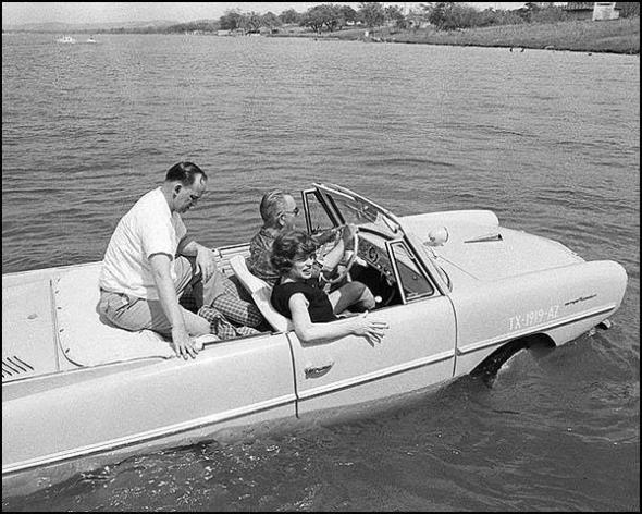 Plvabu v Amphicaru si vyzkoušel i prezident spojených států Lyndon B. Johnson. Jeho funkční období bylo v letech 1963-1968. Foto: World War Two in Pictures