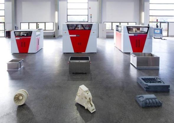 Víceúčelové tiskárny Voxeljet jsou určeny pro tisk pískových forem. Foto: Voxeljet