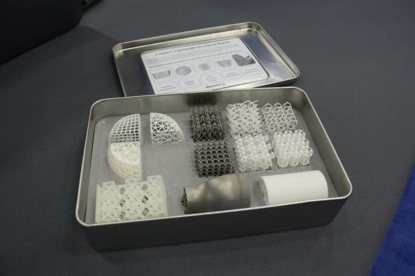 Typy konstrukcí a struktur na kovových i plastových výtiscích představila společnost Materialise