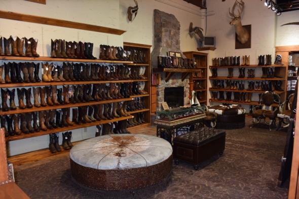 Místní prodejna obuvi pro kovboje