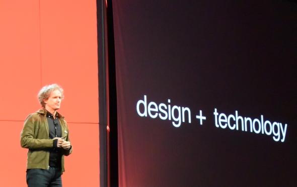 V závěru první přednášky hovořil o trendech v navrhování švýcarský designér Yves Béhar. Ten pomohl navrhnout nové balení na boty Pumě, přepracoval logo Paypalu a s rebrandingem pomohl Sodastreamu a značce Nivea