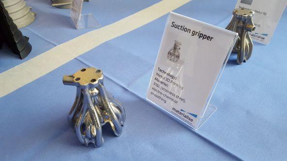 Přísavka vytištěná zkorozivzdorné oceli. Povrchová úprava provedena elektro-chemickým leptáním