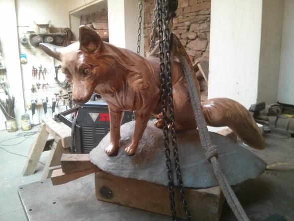 Slavnostní odhalení nové sochy proběhne 8. dubna 2016 v10 hodin voboře Hukvaldy