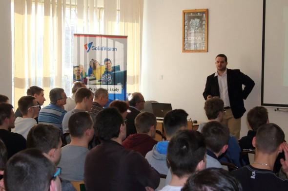 Marek Pagáč povzbudil studenty ke studiu technických oborů na středních i vysokých školách