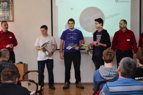 Ceny vítězům předali Martin Freibauer (vlevo) a Ivan Cimr (vpravo)