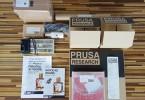Vše potřebné ke stavbě 3D tiskárny Prusa i3 je roztříděno v krabičkách a označených sáčcích (foto: Tomáš Vít)