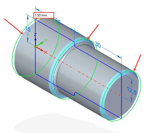 Aktivujte příkaz Zkosení se stejnými odstupy. Označte hrany na modelu zvýrazněné červenou šipkou a zadejte velikost zkosení 1,5 × 45 stupňů