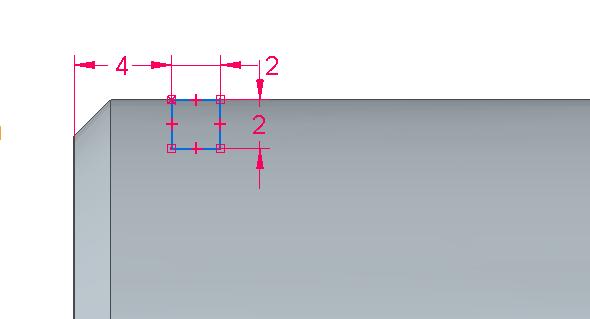 Na horní vodorovné hraně nakreslete obdélník dvěma body a využijte automatického uchopování za hranu. Příkazem Chytrá kóta definujte požadované rozměry drážky