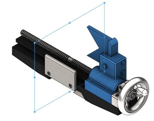 Vsestavě je potřeba zrcadlit modře zvýrazněné součásti podle referenční roviny