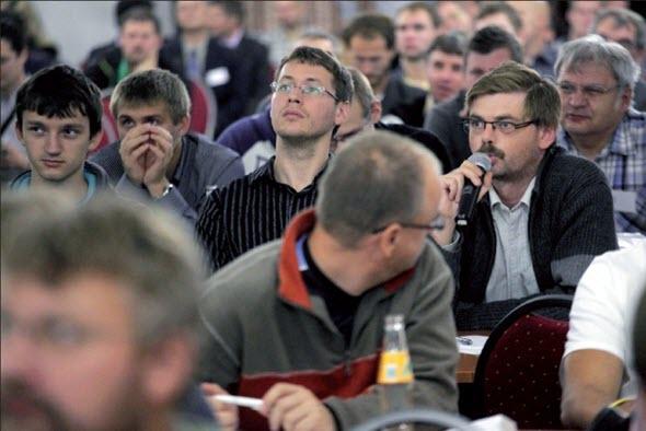 Příjemnou stránkou konferencí CADfórum je důraz na koncového uživatele a otevřenou diskusi s každým, kdo má co říci k tématu. Foto: CAD Studio