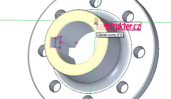 Po stisknutí tlačítka OK se objeví text. Klávesou F3 uzamkněte rovinu a najeďte na hranu, kterou jste vpředešlém kroku skicovali
