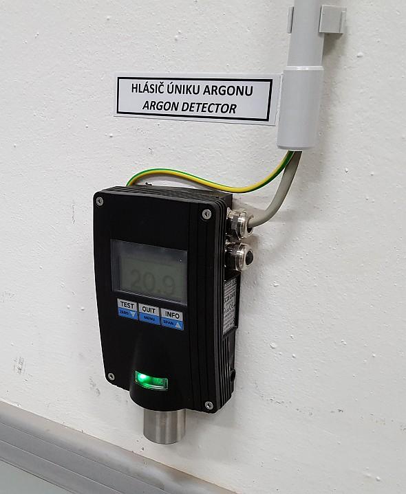Plyn je bezbarvý, bez zápachu a těží než vzduch, proto je zařízení signalizující únik umístěno u podlahy