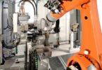 Kromě manipulace s obrobky vykonává průmyslový robot rovněž veškeré další kroky výrobního procesu