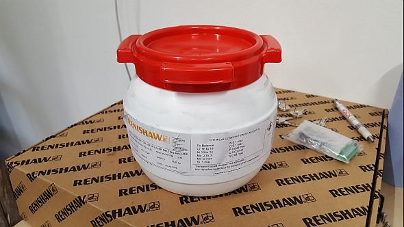 Kovový prášek dodává výrobce vplastovém obalu opatřený plombou