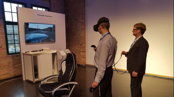 Virtuální realitu sbrýlemi Vive od HTC si již mohli vyzkoušet i účastníci konference 3D Experience Forum 2016, která se uskutečnila vBerlíně vloni na podzim. Foto: Michael Damböck