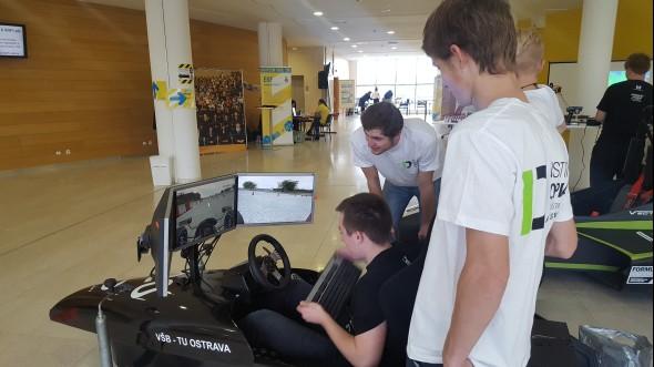 Institut dopravy (Fakulta strojní) lákal simulátory řízení