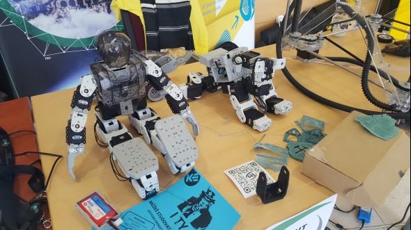 Institut ekonomiky a systémů řízení předvedl roboty…
