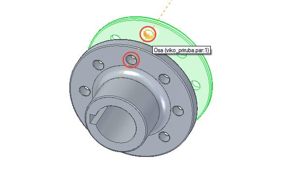 Najeďte kurzorem kjednomu zotvorů na víku, zobrazí se oranžová osa. Označte ji a postup opakujte pro otvor na přírubě → díry se zarovnají – vytvoří se soustředná vazby