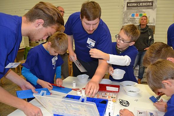Vzbudit zájem žáků základních škol a středoškoláků pomáhají soutěže. Foto: Kern-Liebers CR