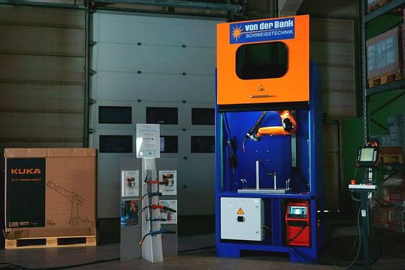 Robotická buňka pro obloukové svařování má rozměry stejné jako europalety – 1200 × 800 mm. Foto: Kuka Roboter