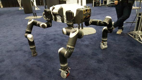Do náročných aplikací s pohybem po čtyřech končetinám i v nerovném terénu dovede robot RoboSimian, který má vizuální vnímání. Foto: Marek Pagáč