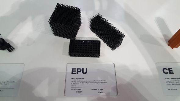 Výroba zflexibilních materiálů byla prezentována na prototypech nosníkových konstrukcích (lattice structure). Foto: Marek Pagáč