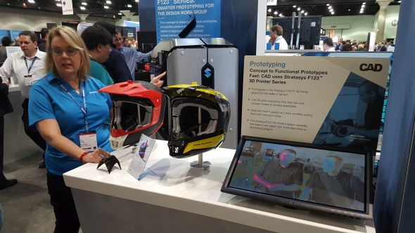 Testování nových 3D tiskáren Stratasys se osvědčilo při výrobě přilby pro řidiče sněžných skútrů. Foto: Marek Pagáč