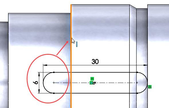 Celková délka drážky vtomto případě není podstatná, ale zaoblená část odebírané drážky musí přesahovat za oranžově zvýrazněnou hranu, proto upravte délku drážky na 30 mm