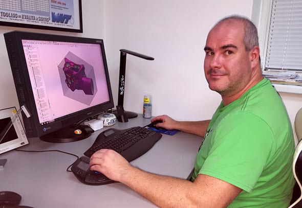 Marek Zítka vyměnil volant za počítač a SolidCAM. Foto: Marek Pagáč