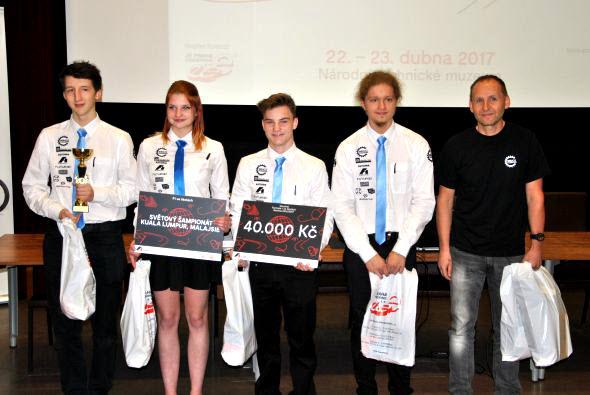 Vítězný strakonický tým postoupil na světový šampionát, který se koná vzáří vKuala Lumpur. Foto: VOŠ, SPŠ a SOŠ řemesel a služeb Strakonice