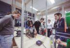 Nově otevřená laboratoř FabLab v Jihomoravském centru nabízí přístup k technickým vybavením. Při otevření laboratoř byl zájem o 3D tiskárny Prusa i3 od českého výrobce Josefa Průšy. Foto: FabLab Brno