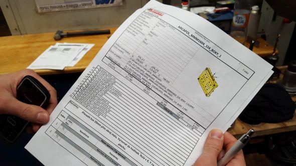 Seřizovací list formy pro lisování plastů je doprovodnou a nezbytnou dokumentací výroby. Seřizovač podle uvedených údajů upíná a seřizuje polotvar na stůl v pracovním prostoru stroje