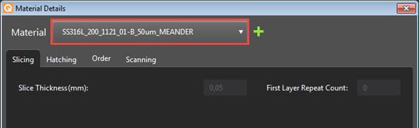 Řešení QuantAM obsahuje výchozí optimalizované parametry pro různé materiály a slitiny. Na obrázku je uvedena knihovna materiálu s vybranou korozivzdornou ocelí 316L svýškou vrstvy 50 mikrometrů. Jako názorný příklad byla vybrána strategie Meander
