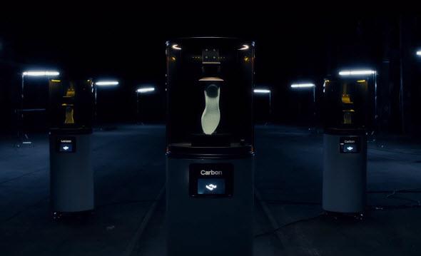Výroba podrážky boty na 3D tiskárně Carbon metodou DLS. Foto: Adidas