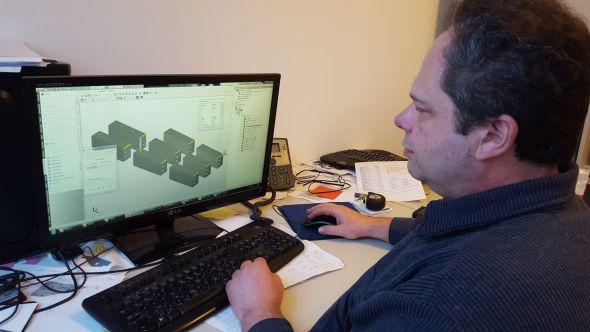 Ing. Tomáš Hloušek je technologem a programátorem ve společnosti Lavat již 15 let. Textový editor vyměnil za InventorCAM před pěti lety a během měsíce připraví programy pro 30 různých obrobků