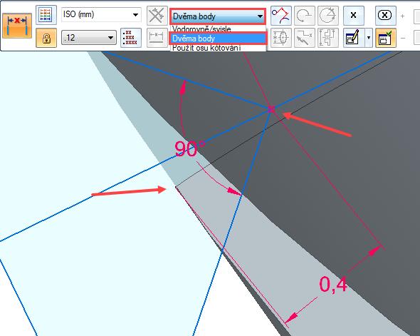 Vyberte příkaz Vzdálenost mezi ze záložky Domů → Kóta a zakótujte vrchol trojúhelníku kvrcholu promítnuté křivce sodsazením 0,4 mm (viz červené šipky)