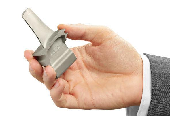 Lopatka skonformním chlazením vyrobená 3D tiskem kovů (SLM). Foto: Siemens