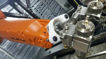 Roboty KUKA nejen automatizují proces lakování v Hannexu